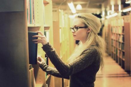 library,beauty,book,girl,hair,photography-d41c470d789a984f0e5b3346a93f268a_h